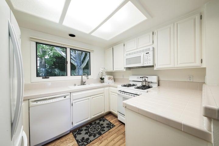 Kitchen 1-1