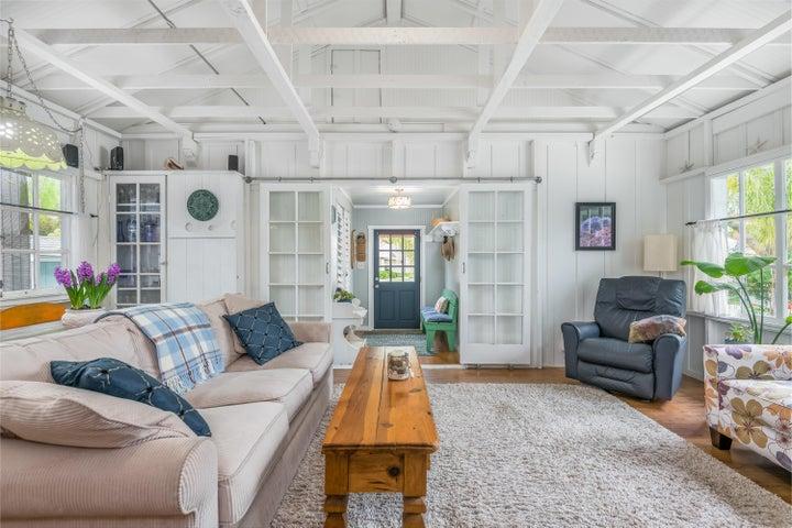 007_07-Living Room