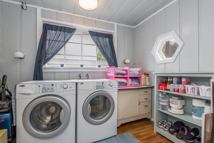 019_19-Laundry
