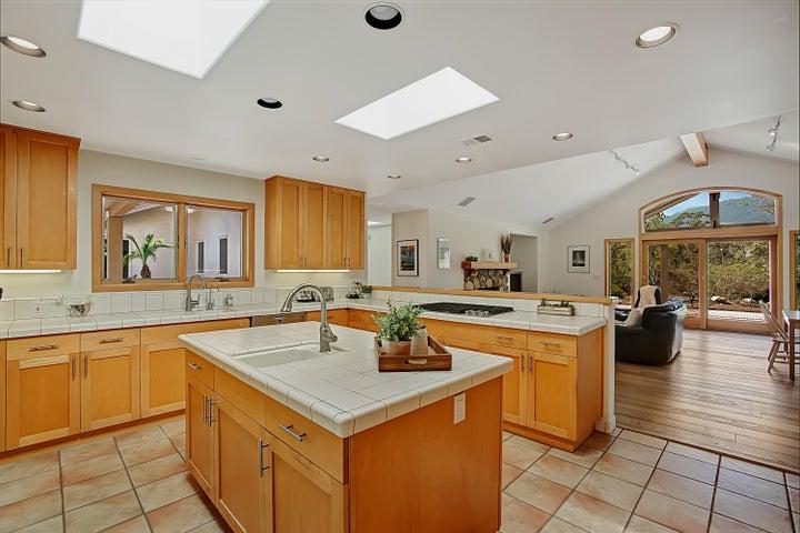 Open concept kitchen w/mountain views