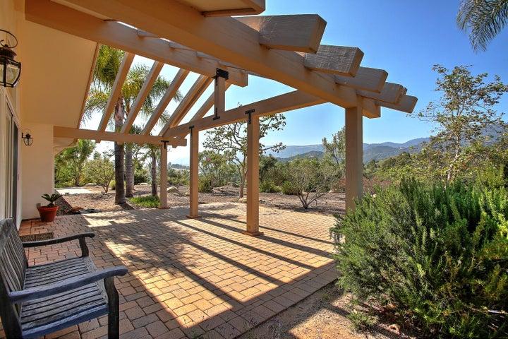 Backyard trellis w/ mountain views