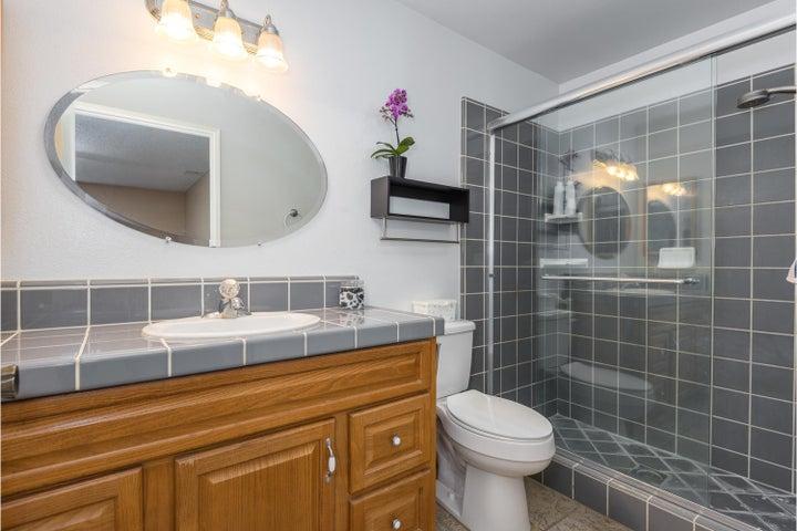 580 Holmes Ave-009-008-Master Bathroom-M
