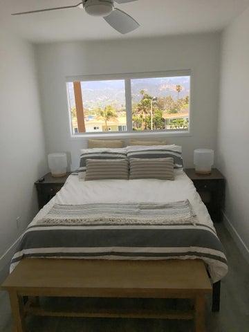 012 queen bedroom photo 02