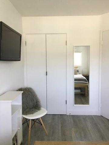 013 queeb bedroom 03