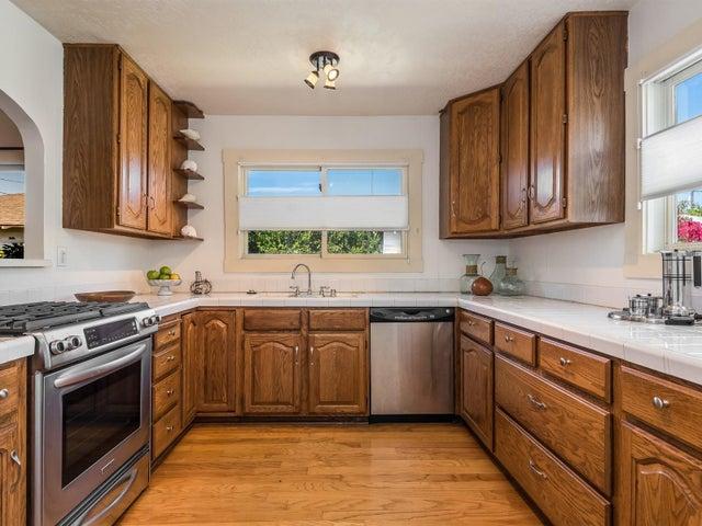 007_09-Kitchen