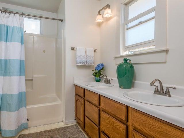 010_12-Bathroom 1