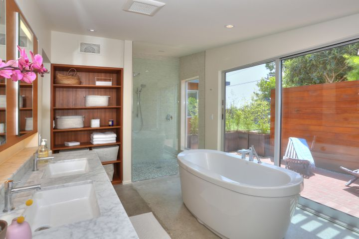 Master Bath w/builtins