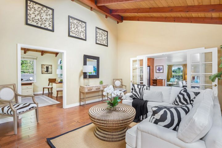 Family rm opens to den and dining room