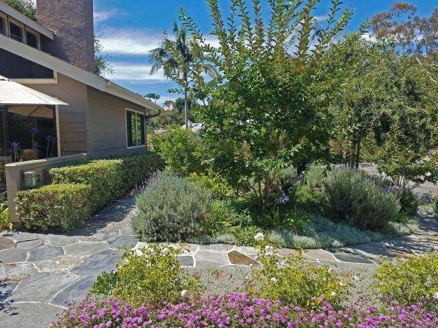 Manitou Front garden