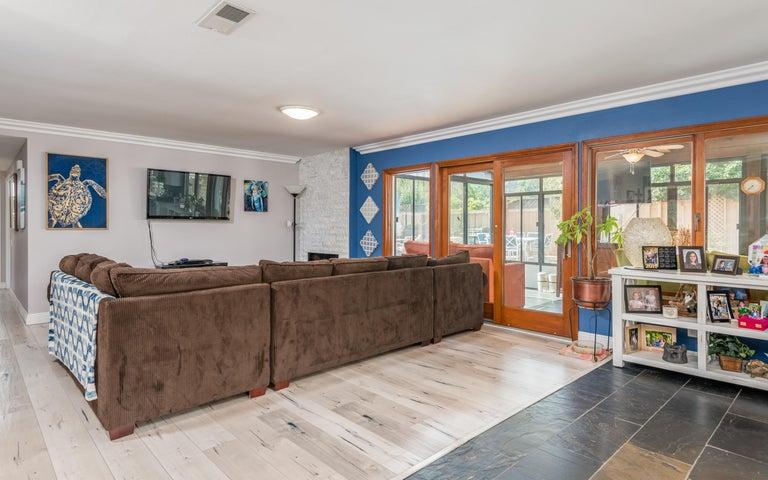 08-Living Room (2)
