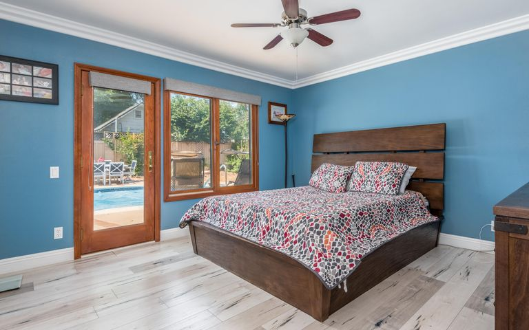 19-Master Bedroom (2)