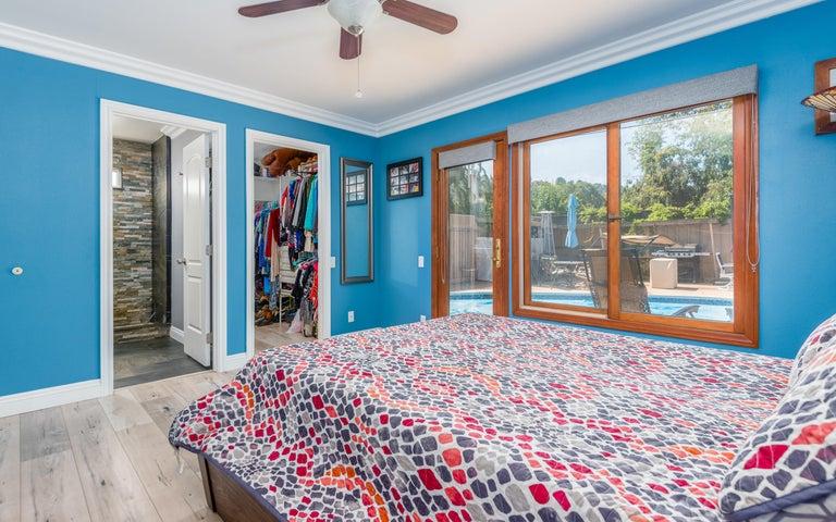 20-Master Bedroom (2)