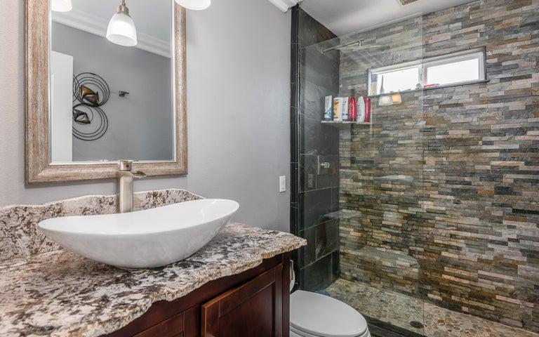 21-Master Bathroom (2)