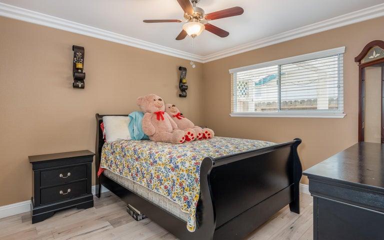 22-Bedroom 2 (2)