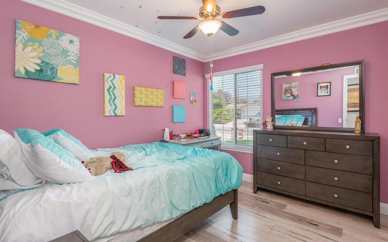 23-Bedroom 3 (2)