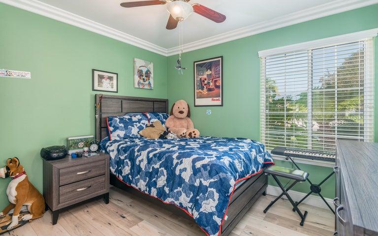24-Bedroom 4 (2)