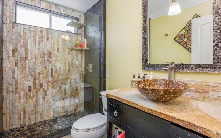 25-Bathroom 2 (2)