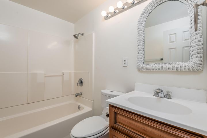 008_09-Bathroom