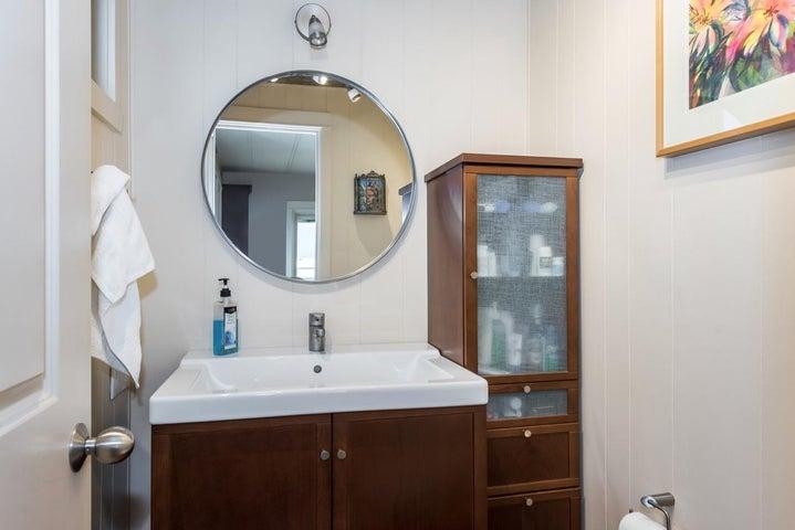 Mstr Bedroom Half Bath