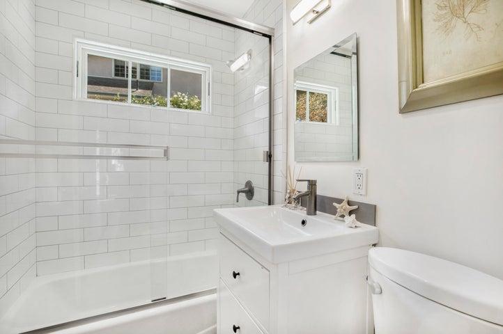 Bath 2 - Downstairs