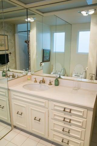 Monte Cristo lane bathroom #4