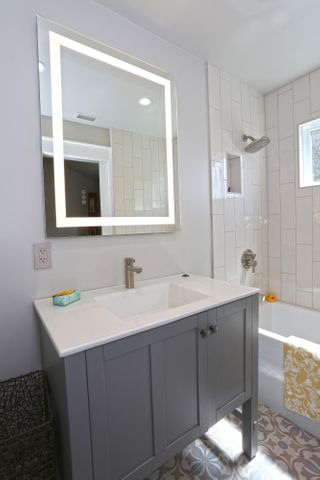 En-suite bath to bd 2