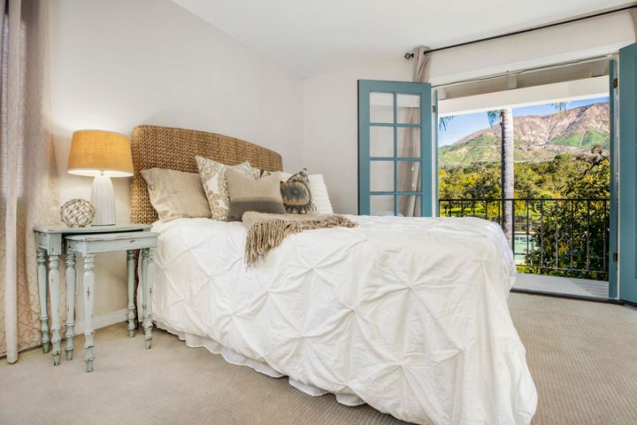 Bedroom with OMG mountain views!