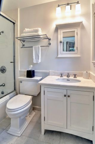 Upstairs Suite Bath
