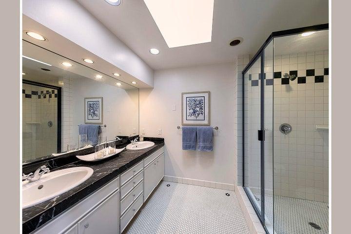 12_Bathroom 2