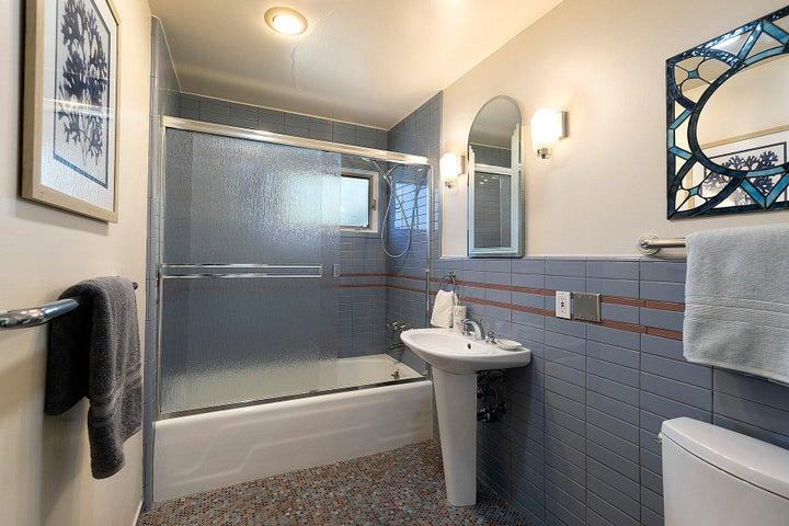 14_Bathroom 3