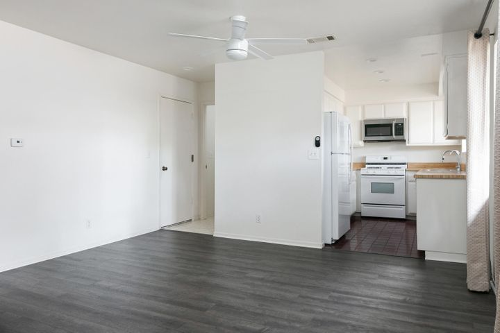 4409 Catlin Cir-006-013-Dining RoomKitch