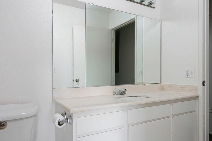 4409 Catlin Cir-011-002-Bathroom-MLS_Siz