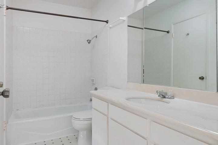 4409 Catlin Cir-012-006-Bathroom-MLS_Siz