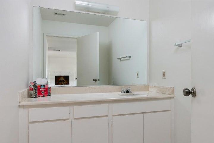 4409 Catlin Cir-015-016-Bathroom-MLS_Siz