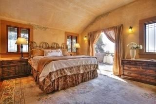 Master bedroom w/ocean & cityviews