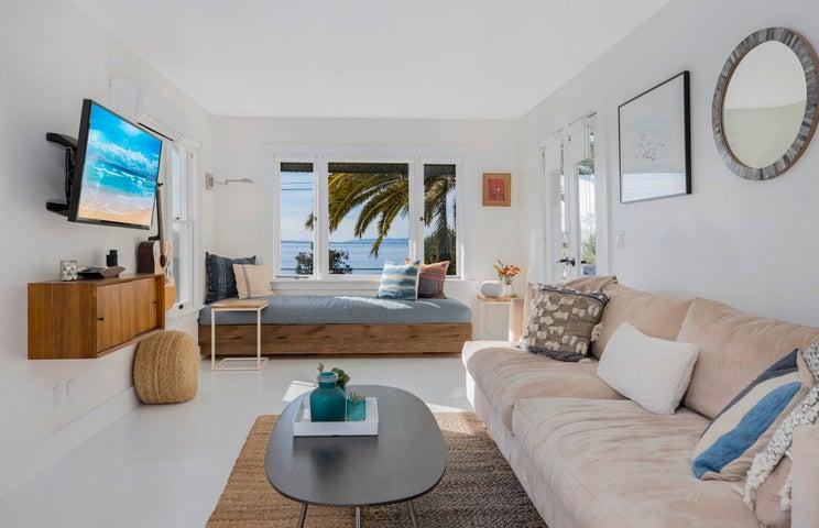 Surf's Cozy Living Room