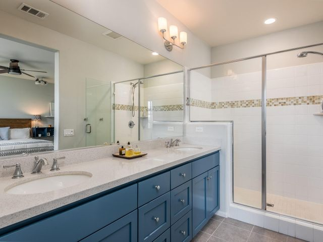 013_13Master Bathroom