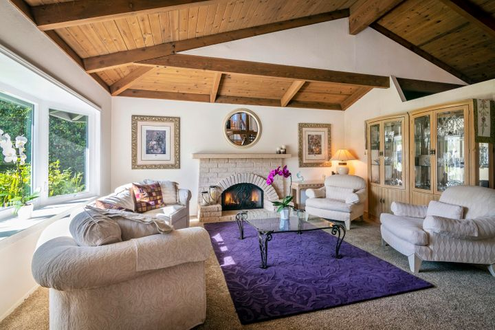 Formal Living Rm W/Vaulted Ceilings