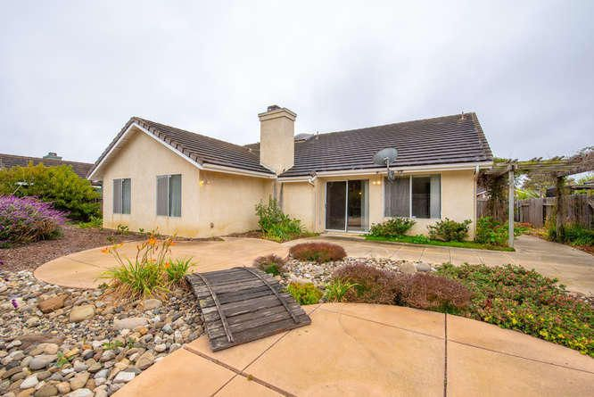 1125 Arnold Ave Lompoc CA-small-030-031-
