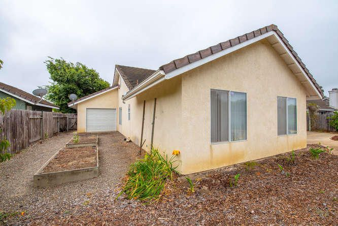 1125 Arnold Ave Lompoc CA-small-031-032-