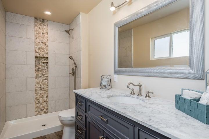 014_14Master Bathroom