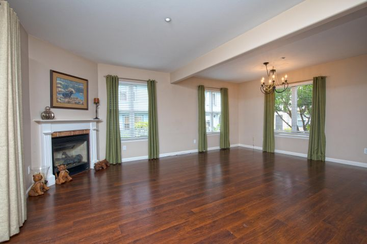 4-Living Room - 3