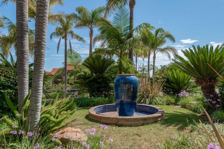 Front Garden/Fountain