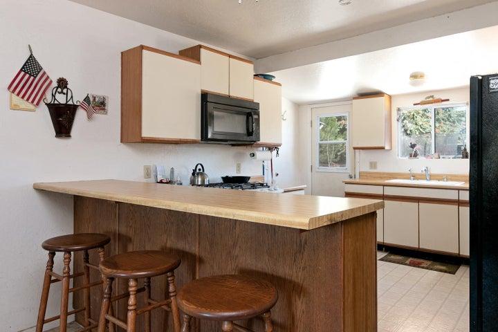 927 Santa Ana Blvd-large-005-016-Kitchen