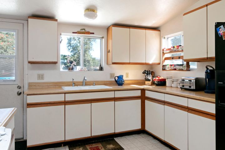 927 Santa Ana Blvd-large-006-006-Kitchen