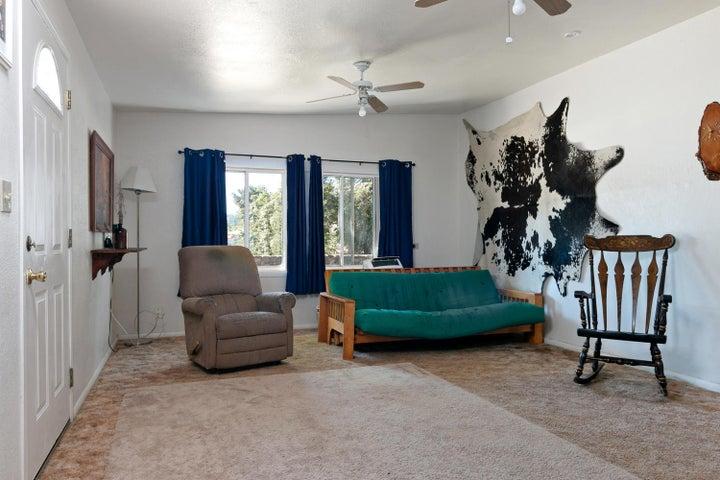 927 Santa Ana Blvd-large-009-005-Living