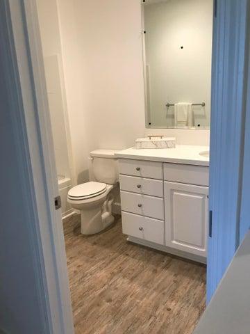 Bathroom 2 (upstairs