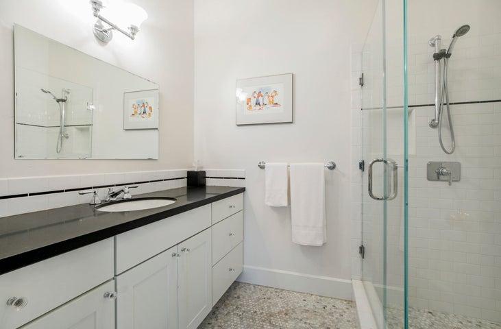 BR2 en suite bath