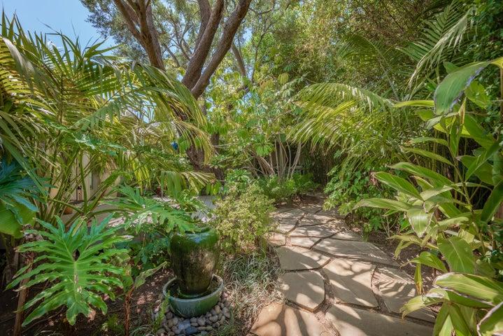 03-Courtyard Garden