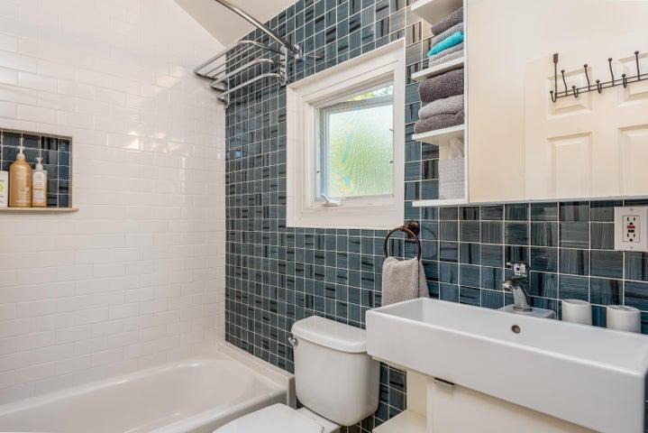 27-Guest Unit Bathroom